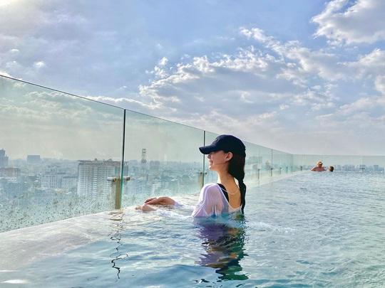 Bỏ túi 4 khách sạn TP HCM sở hữu hồ bơi tầng thượng view đẹp - Ảnh 3.