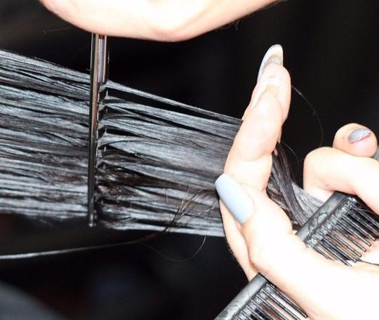 8 thói quen vô tình phá hủy mái tóc của bạn - Ảnh 7.