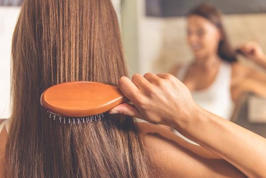 8 thói quen vô tình phá hủy mái tóc của bạn - Ảnh 8.