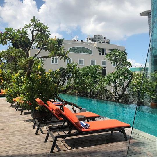 Bỏ túi 4 khách sạn TP HCM sở hữu hồ bơi tầng thượng view đẹp - Ảnh 8.