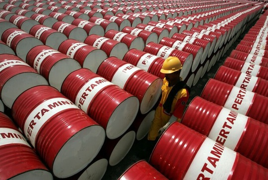 Giá dầu thô Mỹ xuống âm, kiến nghị huy động tối đa để tích trữ lượng xăng dầu lớn - Ảnh 1.