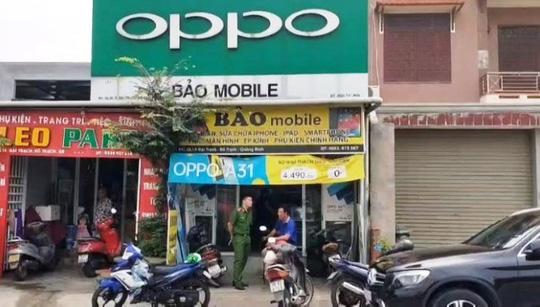 Quảng Bình: Phát hiện thêm 2 cửa hàng bán điện thoại lậu - Ảnh 1.