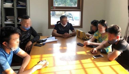 Quảng Nam: 9 thanh niên nam nữ vừa đi ô tô, vừa chơi ma túy - Ảnh 1.