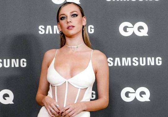 Mỹ nhân Netflix soán ngôi nữ hoàng Instagram của bạn gái Ronaldo - Ảnh 3.