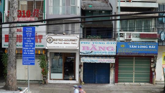 Hàng quán ở TP HCM bắt đầu đón khách trong ngày đầu nới lỏng cách ly xã hội - Ảnh 9.