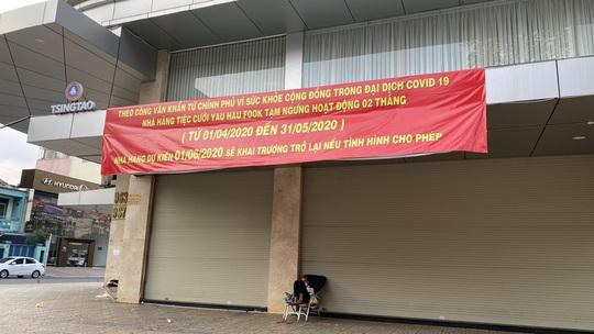 Hàng quán ở TP HCM bắt đầu đón khách trong ngày đầu nới lỏng cách ly xã hội - Ảnh 5.