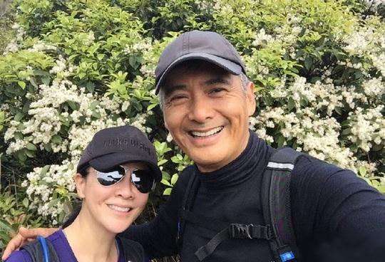 Châu Nhuận Phát leo núi cùng Lưu Gia Linh - Ảnh 2.