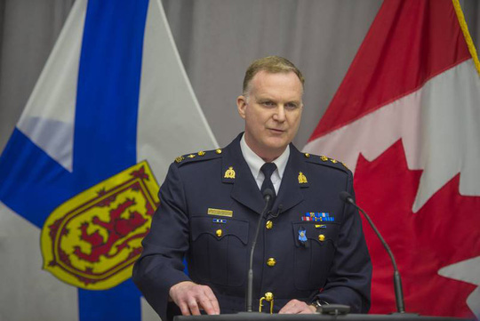 Tay súng Canada thảm sát 22 người vì bạn gái trốn mất - Ảnh 1.