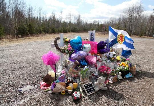 Tay súng Canada thảm sát 22 người vì bạn gái trốn mất - Ảnh 3.