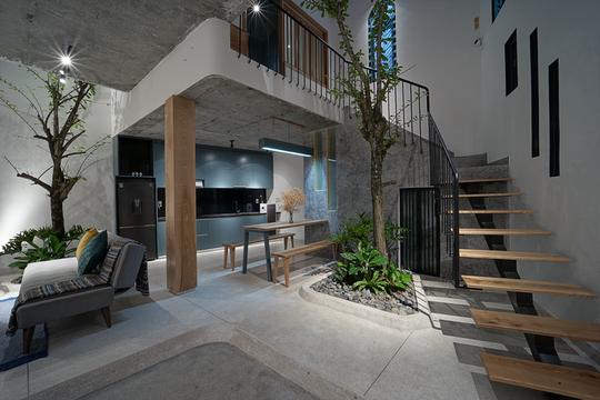 Ngôi nhà vuông vắn trên mảnh đất 60 m2 bất cân xứng - Ảnh 2.