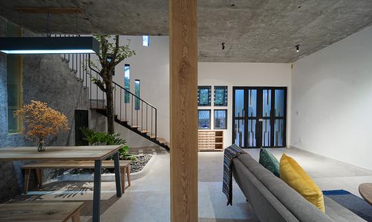 Ngôi nhà vuông vắn trên mảnh đất 60 m2 bất cân xứng - Ảnh 3.