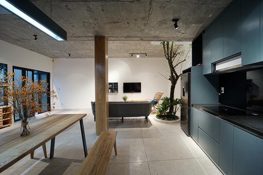 Ngôi nhà vuông vắn trên mảnh đất 60 m2 bất cân xứng - Ảnh 5.