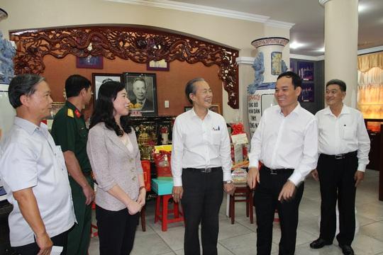 Lãnh đạo TP HCM thăm các cá nhân có thành tích tiêu biểu trong chiến dịch Hồ Chí Minh - Ảnh 2.