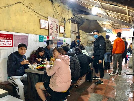 Món ngon phố cổ Hà Nội mở cửa sau cách ly - Ảnh 1.