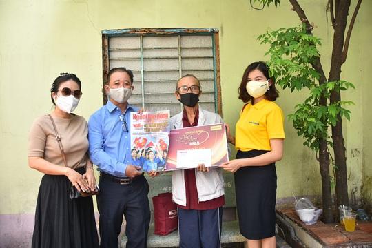Mai Vàng nhân ái đến thăm nhạc sĩ Mặc Thế Nhân, nghệ sĩ Điền Phong và Kim Huyền - Ảnh 1.