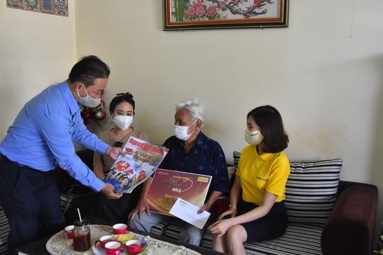 Mai Vàng nhân ái đến thăm nhạc sĩ Mặc Thế Nhân, nghệ sĩ Điền Phong và Kim Huyền - Ảnh 4.