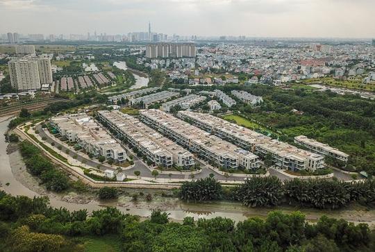 Bất động sản liền thổ TP HCM lép vế tỉnh giáp ranh - Ảnh 1.