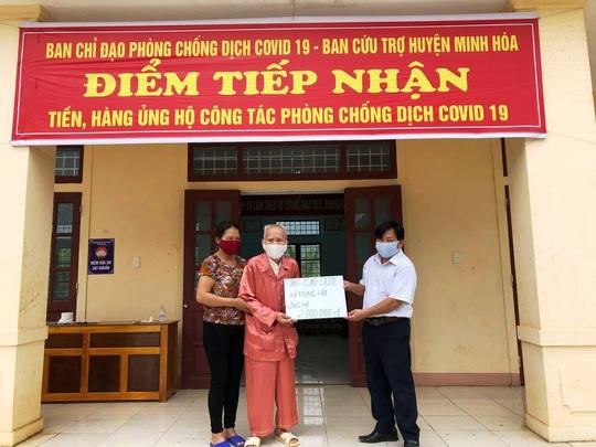 Xúc động hình ảnh cụ già 104 tuổi ở Quảng Bình ủng hộ 2 triệu đồng chống dịch Covid-19 - Ảnh 1.
