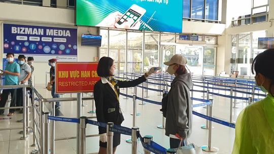 Hành khách bay nội địa phải khai báo y tế - Ảnh 1.