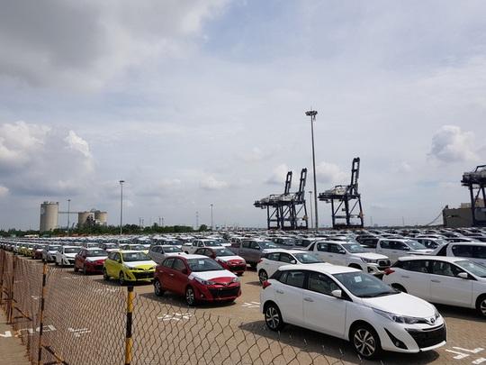 Ôtô nhập khẩu về Việt Nam tiếp tục lao dốc trong tháng 4 - Ảnh 1.