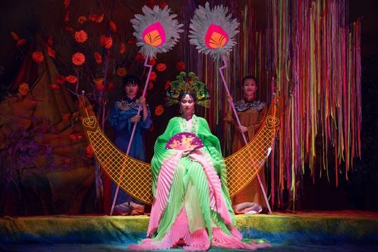Hoàng Thùy Linh làm hoàng hậu, khẳng định kẻ cắp thì gặp bà già - Ảnh 3.