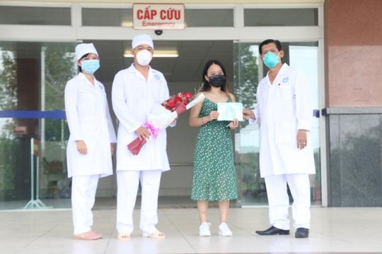 Bệnh nhân 154 mắc Covid-19 xuất viện: Những ngày điều trị thấy ấm lòng - Ảnh 1.