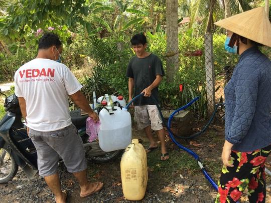 Bộ TN-MT lắp trạm cấp nước ngọt miễn phí cho hàng ngàn hộ dân Bến Tre - Ảnh 2.