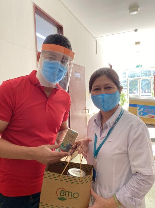 Bình Minh cảm ơn y - bác sĩ tuyến đầu chống dịch COVID-19 - Ảnh 1.