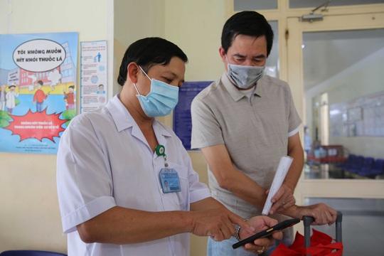 TP HCM: Bệnh nhân Covid-19 thứ 9 trong ngày ra viện, nghẹn lời cảm ơn bác sĩ - Ảnh 4.