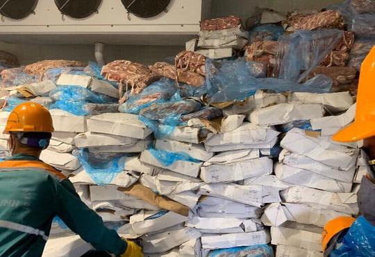 Phát hiện kho hàng chứa hơn 72 tấn lòng heo bốc mùi hôi thối ở Hải Dương - Ảnh 2.