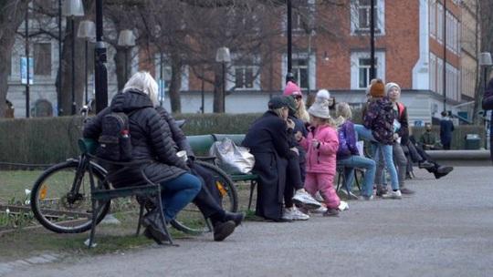 Chuyện lạ giữa dịch Covid-19 tại Thụy Điển, Turkmenistan - Ảnh 4.