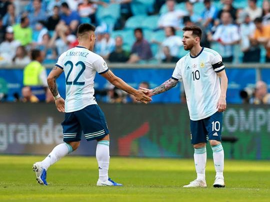 Sergio Aguero bảo vệ Messi sau những lời chỉ trích ở tuyển quốc gia - Ảnh 2.