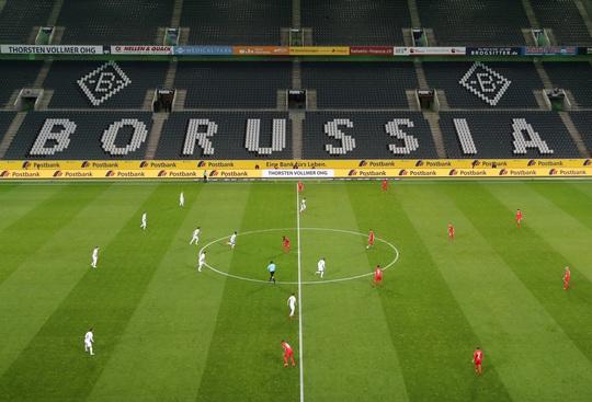 Đức kéo dài thời hạn cách ly, Bundesliga sắp vỡ trận - Ảnh 3.