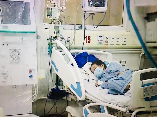 Bệnh nhân số 19 trở nặng, đã 3 lần ngừng tuần hoàn sau khi dừng ECMO - Ảnh 1.