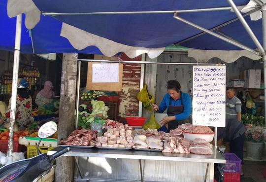 Chợ, siêu thị ở TP HCM đông vui trong 2 ngày nghỉ lễ nhờ giảm giá - Ảnh 1.