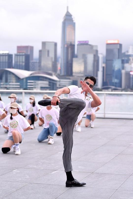 Quách Phú Thành gây sốt với chương trình ca nhạc trực tuyến - Ảnh 3.