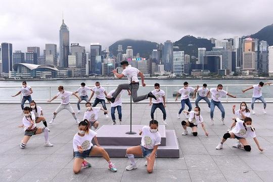 Quách Phú Thành gây sốt với chương trình ca nhạc trực tuyến - Ảnh 2.