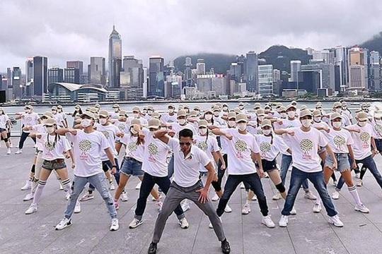 Quách Phú Thành gây sốt với chương trình ca nhạc trực tuyến - Ảnh 1.