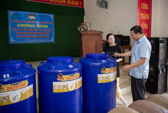 Ca sĩ Đinh Hiền Anh chi gần 1 tỉ đồng làm từ thiện trong dịch Covid-19 - Ảnh 2.