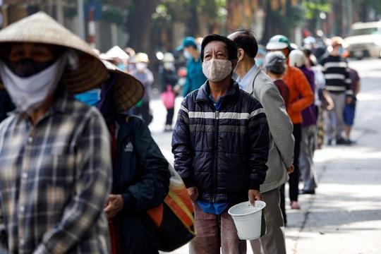 Reuters: Việt Nam quyết cứu sống phi công người Anh - Ảnh 1.