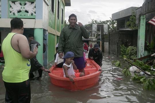 Philippines: Bão Vongfong thổi bay nhà cửa - Ảnh 2.