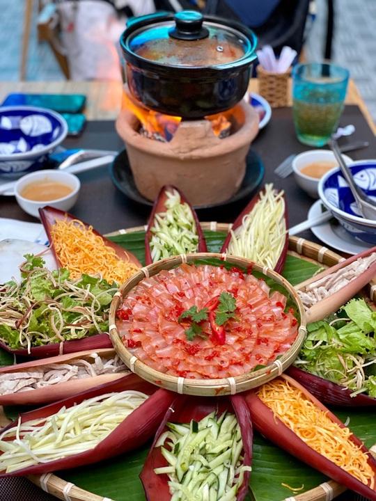 Nhà hàng Baltic thu hút thực khách sau mùa dịch Covid 19 - Ảnh 1.