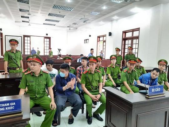 """Đang xét xử nhóm giang hồ """"Giang 36"""" vây xe chở công an ở Đồng Nai - Ảnh 2."""
