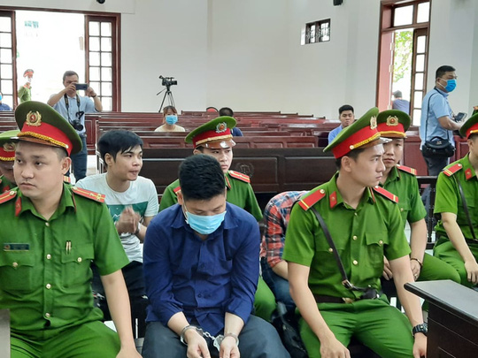 """Đang xét xử nhóm giang hồ """"Giang 36"""" vây xe chở công an ở Đồng Nai - Ảnh 3."""