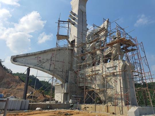 CLIP: Toàn cảnh tượng đài 14 tỉ đồng ở huyện nghèo miền núi Quảng Nam - Ảnh 4.