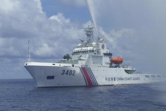 Trung Quốc lại ngang ngược cấm đánh bắt ở biển Đông - Ảnh 1.