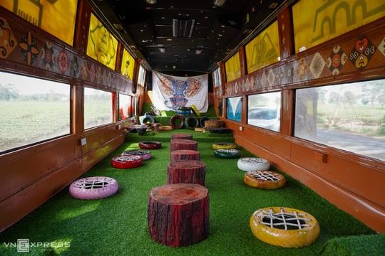 Du khách thích thú với những quán cà phê di động dưới hàng thông trăm tuổi - Ảnh 6.