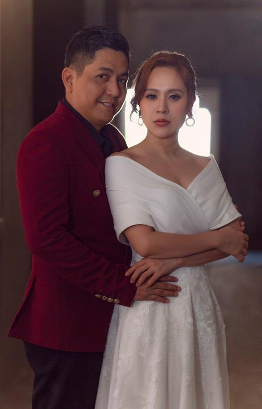 Đức Thịnh - Thanh Thúy tình tứ kỷ niệm 12 năm ngày cưới: Tình yêu là điều duy nhất gắn kết chúng tôi - Ảnh 2.