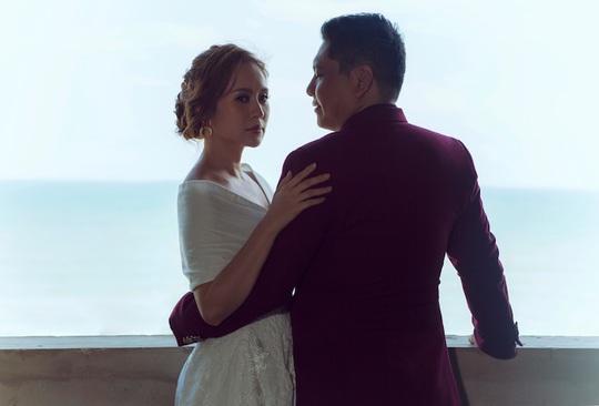 Đức Thịnh - Thanh Thúy tình tứ kỷ niệm 12 năm ngày cưới: Tình yêu là điều duy nhất gắn kết chúng tôi - Ảnh 3.