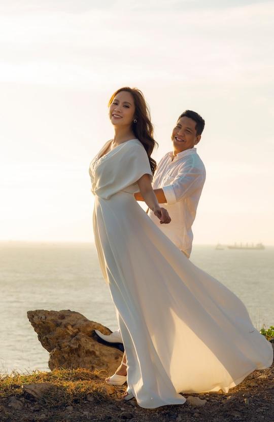 Đức Thịnh - Thanh Thúy tình tứ kỷ niệm 12 năm ngày cưới: Tình yêu là điều duy nhất gắn kết chúng tôi - Ảnh 4.